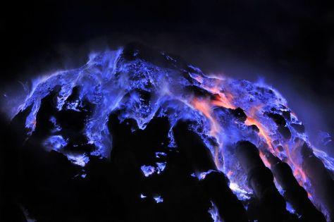 blue-lava-flames-grunewald-1_75878_990x742