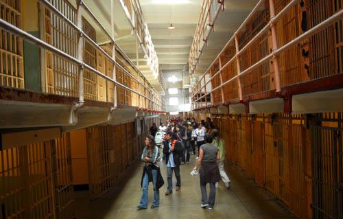 prisonTourists