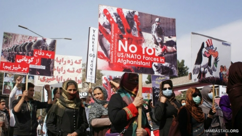 October 12, 2014: The Solidarity Party of Afghanistan (SPA) held a demonstration in Kabul denouncing the US occupation of Afghanistan on its thirteenth year, and in support of the people of Kobani fighting against ISIS. A significant number of women took part in the demonstration. The placard in Farsi reads: 'Let us rise in defense of Kobani!'. (Photo: Hambastagi.org)