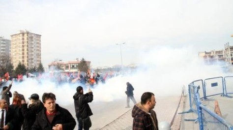 The incident took place as advocates and Korkmaz Family approached to the group waiting outside to join their press statement. While the statements were made, police attacked demonstrators. (BK/BM)