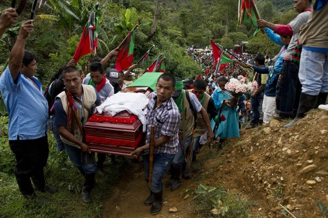Hundreds of indigenous people accompany the coffin of Daniel Coicue, a member of the indigenous Nasa tribe killed by Farc rebels(Luis Robayo/AFP)