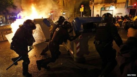 Police in the Spanish city of Barcelona have clashed with gangs of hooded youths in the third night of violence triggered by moves to demolish a well-known squat.