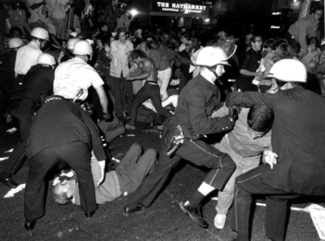 chicago police attacked anyone in their path during the 1968 democratic national convention.